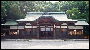 摂社 上知我麻神社(かみちかまじんじゃ)